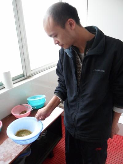 广东东莞周先生泥沙状胆结石自然排石成功
